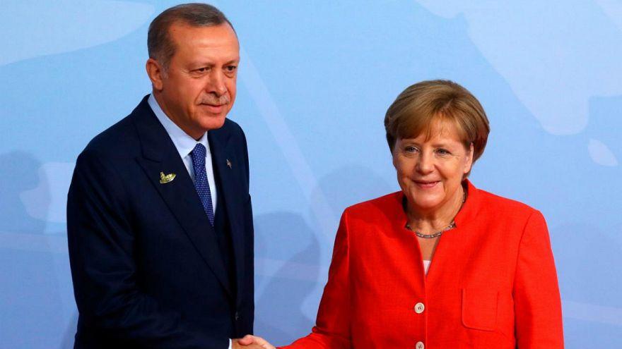 Merkel'den Erdoğan'a: Türkiye ekonomisinin güçlü olması Almanya için önemli