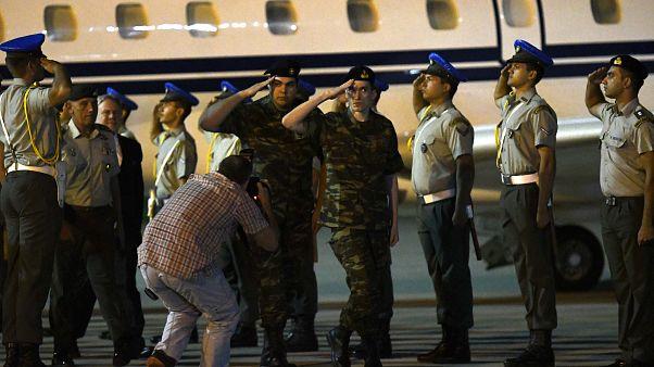 H πτήση επαναπατρισμού των δύο Ελλήνων (vid)
