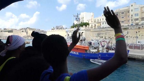 Nave Aquarius sbarca a Malta i 141 migranti soccorsi cinque giorni fa