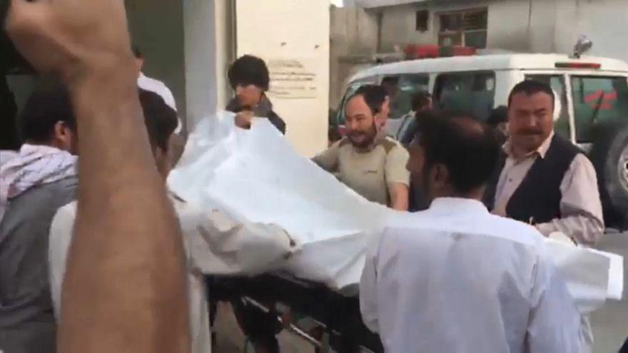 Dezenas de mortos em ataque suicida em Cabul