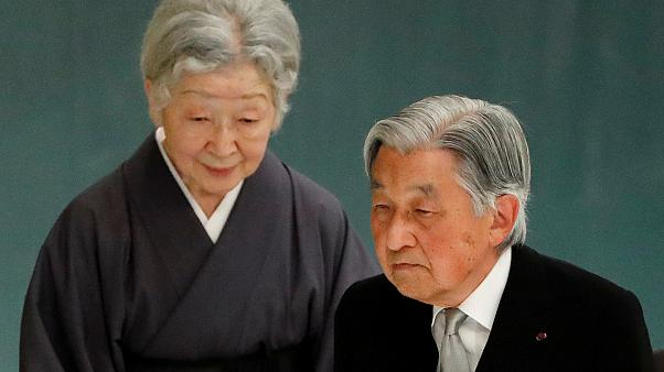 إمبراطور اليابان اكيهيتو وزوجته الإمبراطورة ميتشيكو