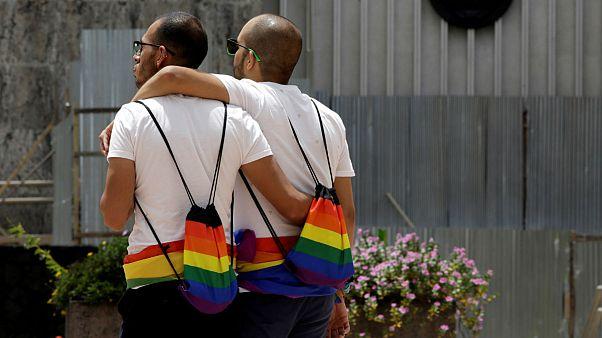 درخواست پناهجوی افغان مدعی همجنسگرایی به دلیل «رفتار غیرهمجنسگرایانه» رد شد