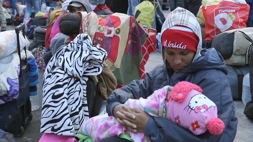 Венесуэльцы массово бегут из страны