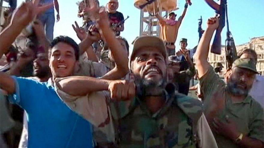 الإعدام بحق 45 عنصرا من ميليشيا القذافي قتلوا متظاهرين أثناء الثورة