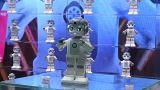 شاهد: روبوتات ترقص وتحلق وأخرى لصناعة أشهى أنواع العصائر