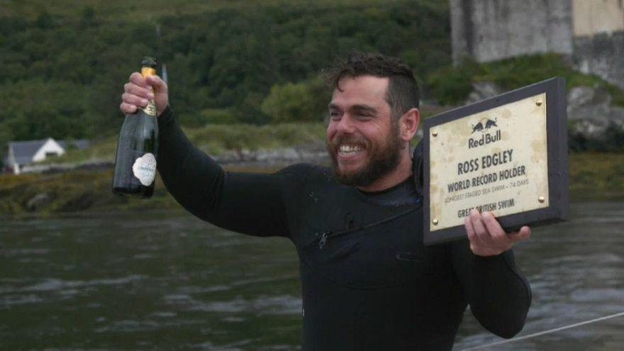 Un Britannique bat le record de la plus longue nage en mer