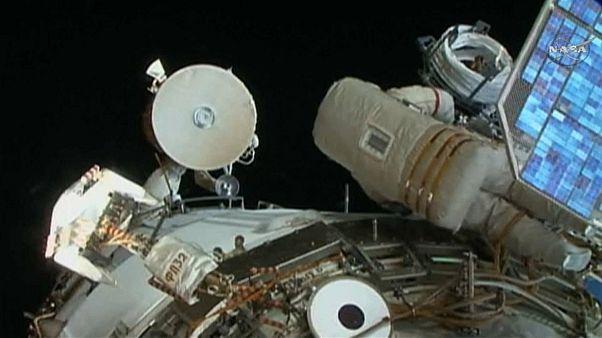 Космонавты задержались на два часа