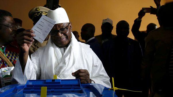 رئيس مالي يفوز بولاية ثانية بنسبة 67 بالمئة