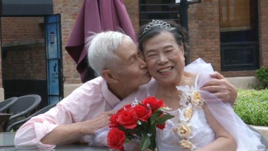 شاهد: عيد الحب في الصين .. فالنتاين للمسنّين