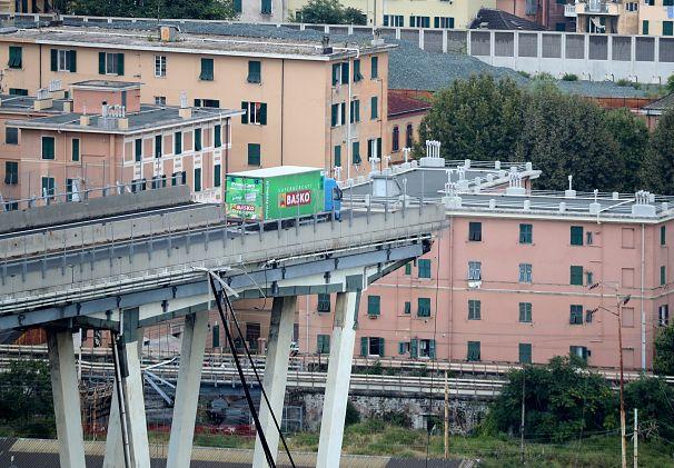 Death toll 'rises to 41' in Genoa bridge collapse