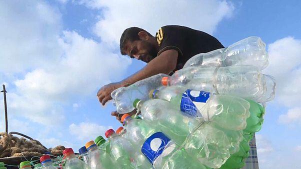 700 botellas, un barco y la inestimable ayuda al medioambiente