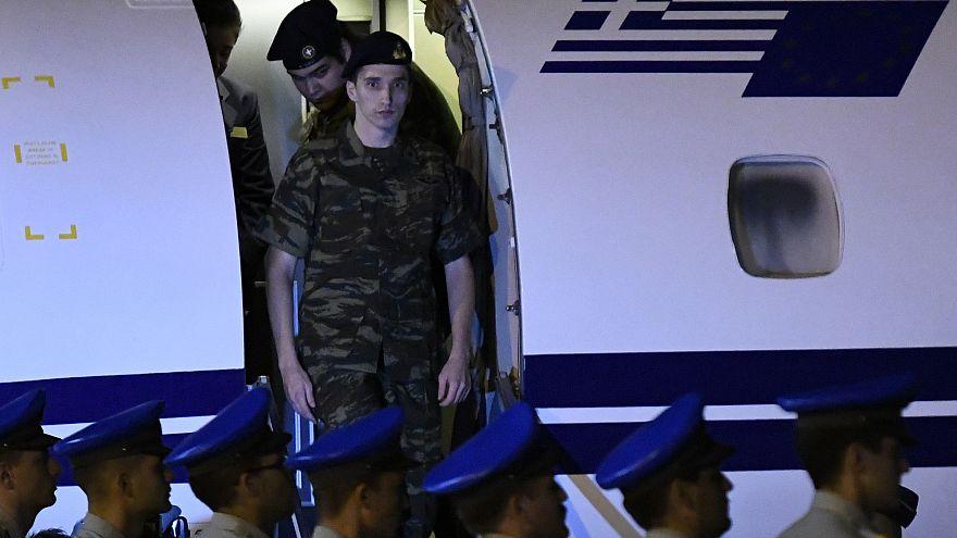 La liberación de dos soldados griegos abre paso a mejorar las relaciones con Turquía