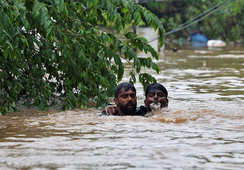 Le bilan des inondations au Kerala bondit à 324 morts — Inde