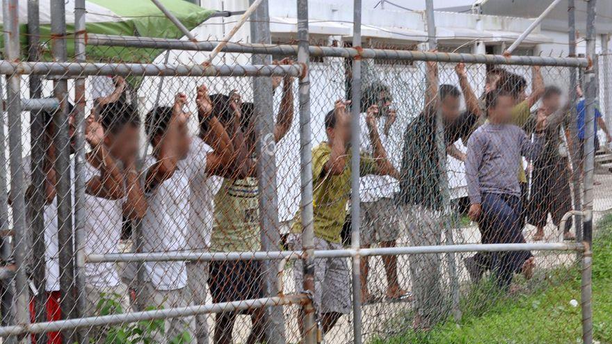 حياة طفل لاجئ في خطر بعد إضرابه عن الطعام في جزيرة ناورو