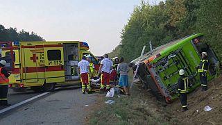 Germania: bus si ribalta, 16 feriti