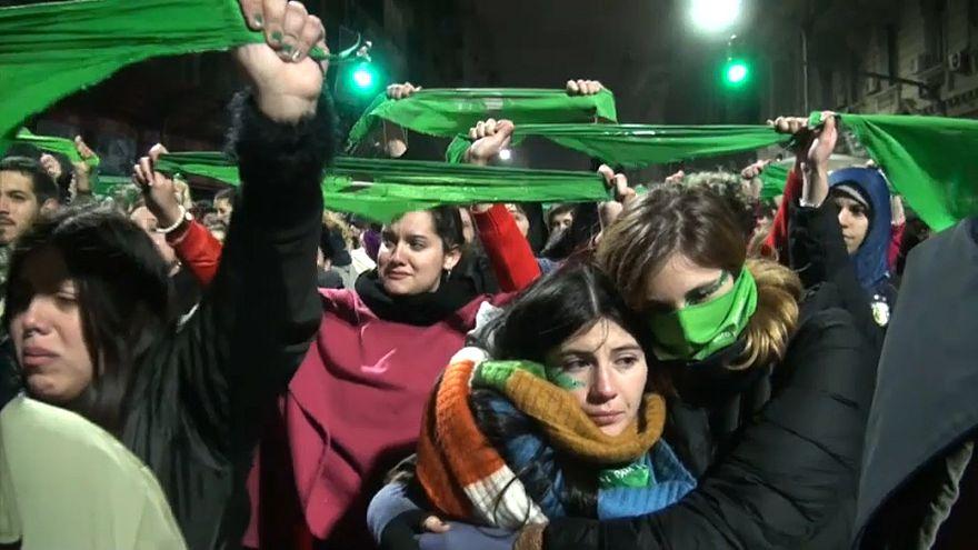 Duas mortes depois do chumbo da lei do aborto pelo Senado