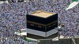 شاهد: حوالي مليوني حاج يؤدون صلاة الجمعة قبل البدء بمناسك الحج