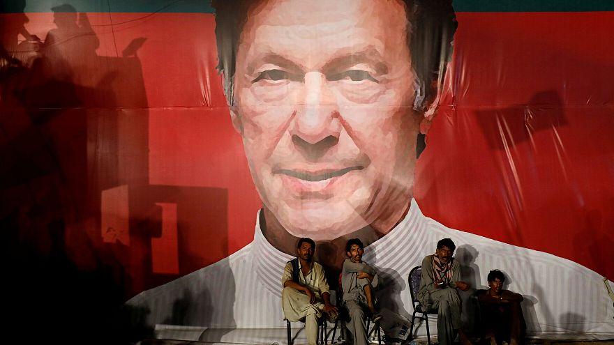 انتخاب عمران خان رئيسا للوزراء في باكستان