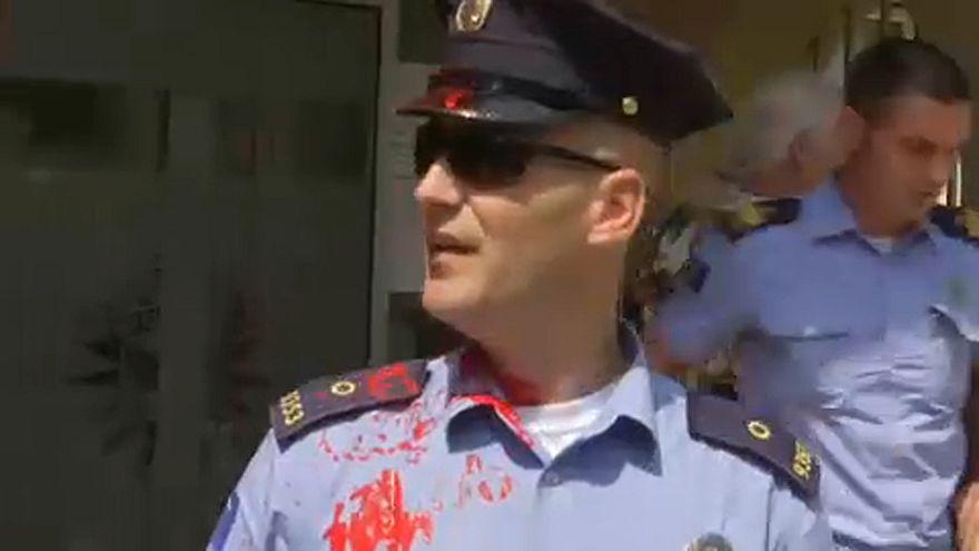 Összecsaptak a nőjogi aktivisták a rendőrökkel Koszovóban