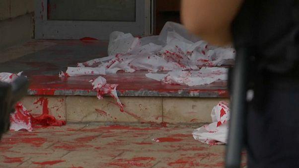 Pintura roja en Kósovo contra la violencia de género