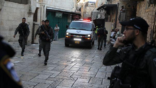 شاهد: مقتل فلسطيني حاول طعن جندي إسرائيلي في القدس المحتلة