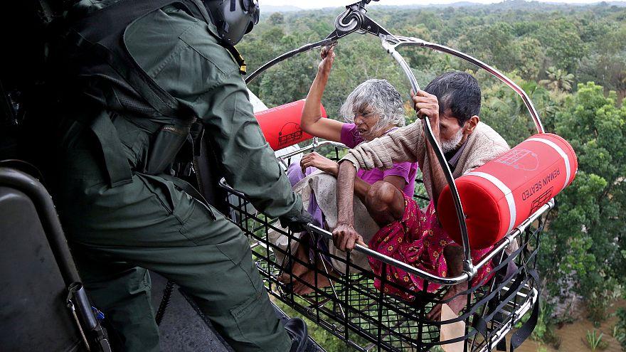 Число жертв наводнения в Индии растёт