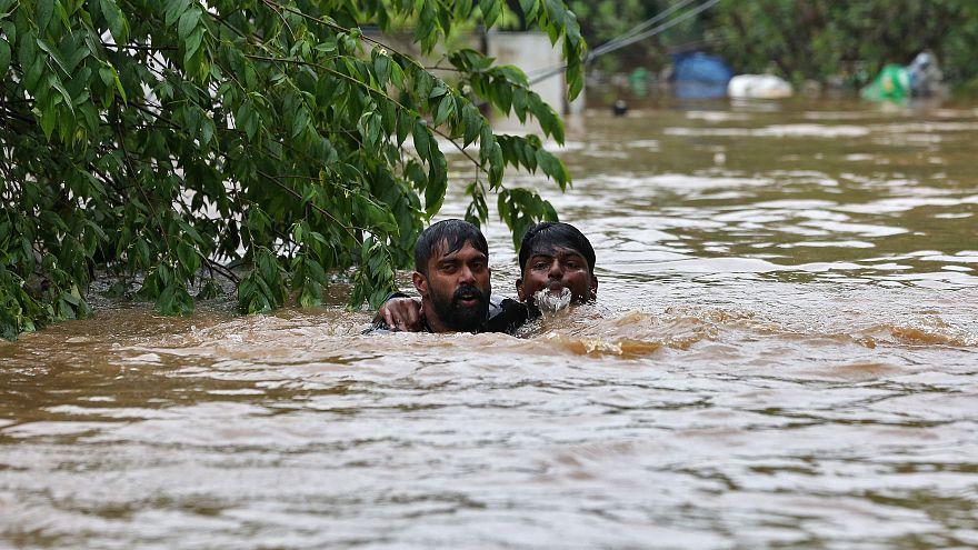 شاهد: فيضان كيرالا خلف مئات القتلى ومودي يتعهد بإجلاء عشرات الآلاف
