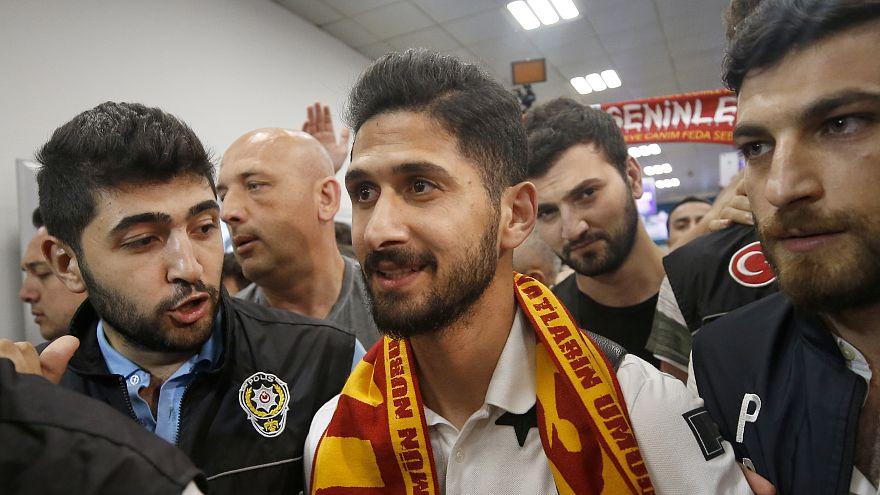 Galatasaray'ın anlaştığı Emre Akbaba sözleşme imzalamak için İstanbul'a geldi