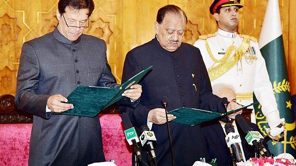 عمران خان بطل العالم في الكريكت يؤدي اليمين رئيسا لوزراء باكستان النووية