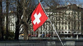 محرومیت زوج مسلمان از دریافت ملیت سوئیس به دلیل دست ندادن با جنس مخالف