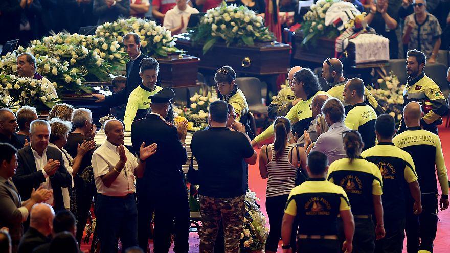 مراسم دولتی تشییع جنازه قربانیان سقوط پل در جنوا ایتالیا برگزار شد
