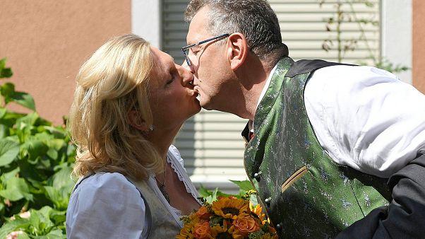 انتقادات شديدة لوزيرة خارجية النمسا بسبب دعوتها بوتين لحضور زفافها