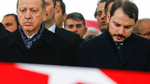 Erdogan challenges economy 'game-players' as currency plummets