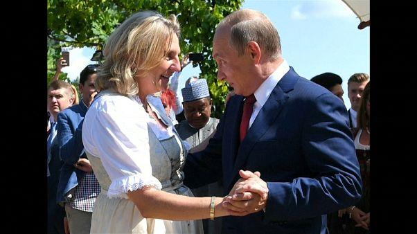 رقص پوتین با وزیر خارجه اتریش خبرساز شد