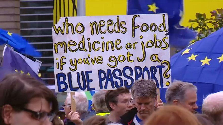 Brexit: Φιλοευρωπαϊκή διαδήλωση στο Εδιμβούργο