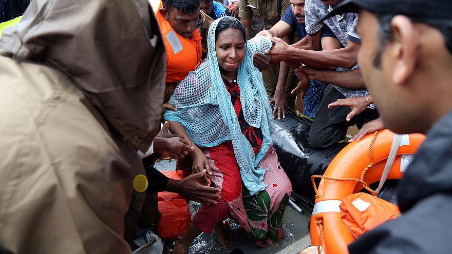 Eine Frau aus Kerala wird gerettet