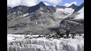 Buzul eridi, savaş uçağının enkazı ortaya çıktı