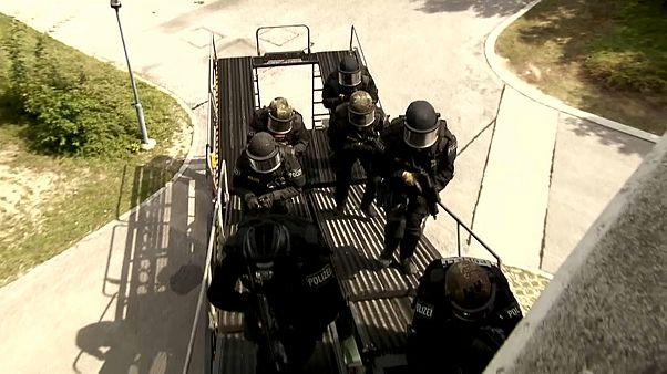 Einsatzkräfte bei einer Übung
