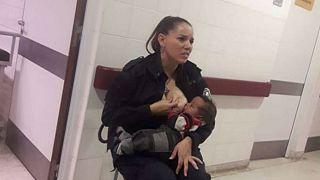 پلیس زنی که به نوزاد بیمادر شیر داد، ترفیع درجه گرفت