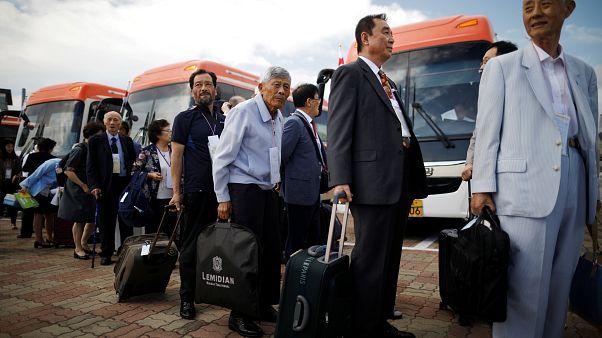 Kore savaşının ayırdığı aileler yıllar sonra bir araya geliyor