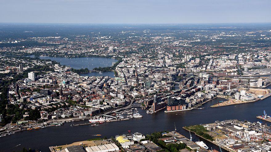 В Гамбурге выставили на продажу домики для беженцев