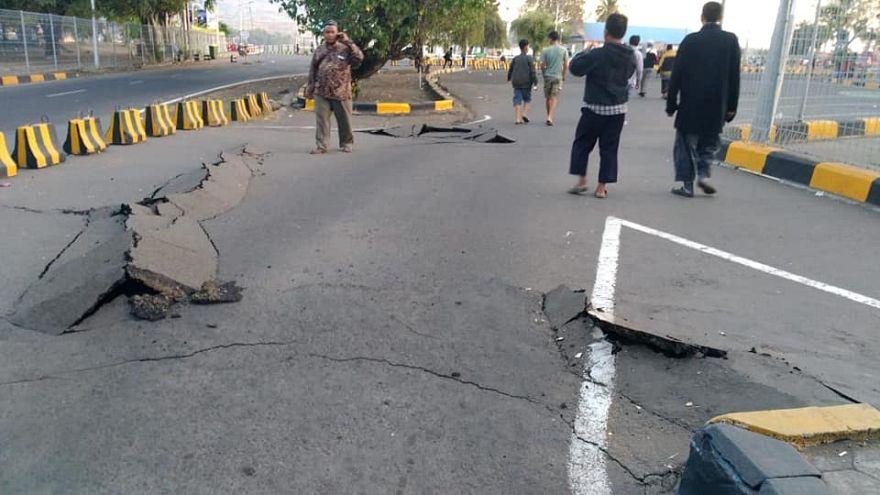 شاهد: زلزال لومبوك في إندونيسيا يخلف تصدعات أرضية عميقة