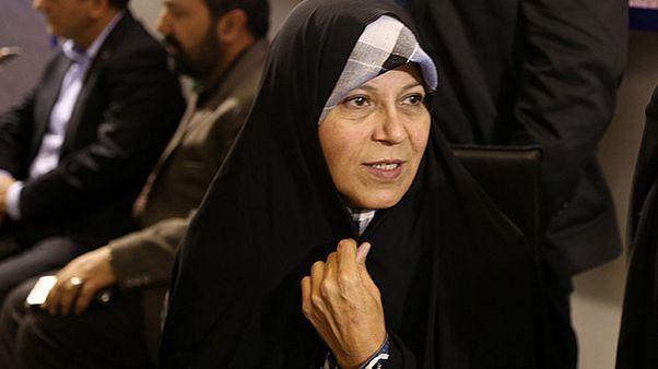 فائزه هاشمی: شورای امنیت پلاکارد طلاب را به عنوان سرنخ پی گیری کند