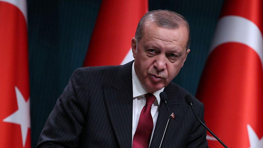 """أردوغان يشبه الهجوم الاقتصادي على بلاده بهجوم على """"العلم"""" أو """"الأذان"""""""