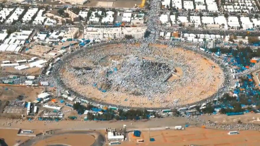 شاهد: حشود المسلمين وهم يأتون من كل حدب وصوب لأداء فريضة الحج