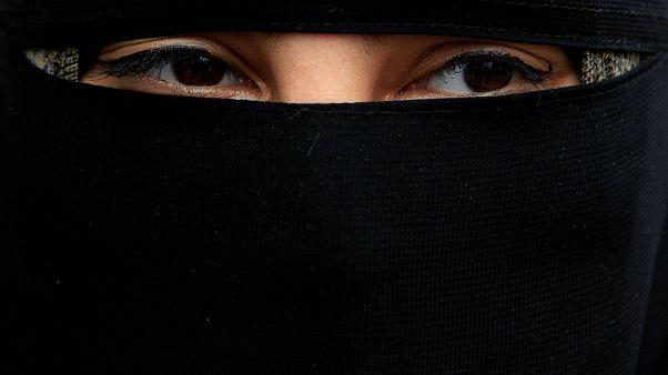 """فيديو لطالبات روضة بزيّ """"جهاديات"""" يثير جدالاً واسعاً في إندونيسيا"""