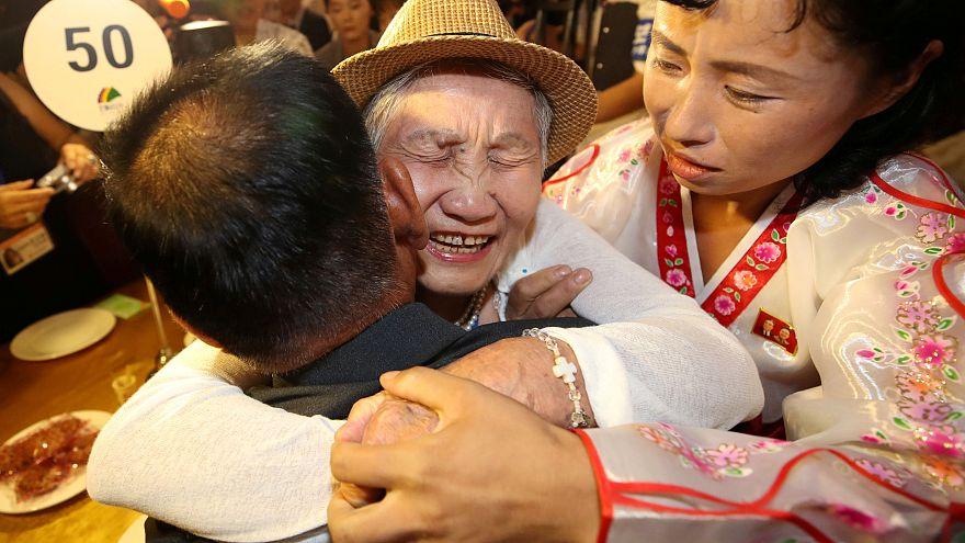 شاهد: لقاء عائلات كورية بعد فراق دام 60 سنة