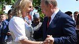 Polémico baile entre Putin y la ministra de Asuntos Exteriores de Austria