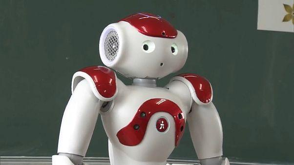Roboter unterrichten Japaner in Englisch