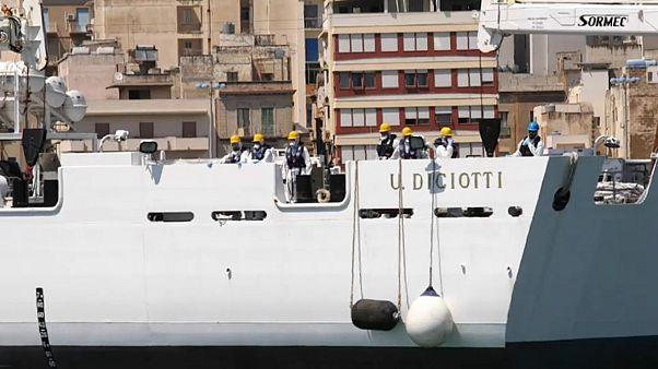 El Diciotti atracará en el puerto de Catania